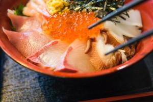 ここは熊本の築地市場?!海鮮丼が食べれる魚屋さん魚勢(うおせい)がスゴイ