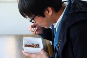 クッソ不味いと噂のペヤングチョコをポエマーが食べたらどんな詩ができるのか