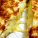 【オーブンが無し】30分でできるチーズナンのレシピ...